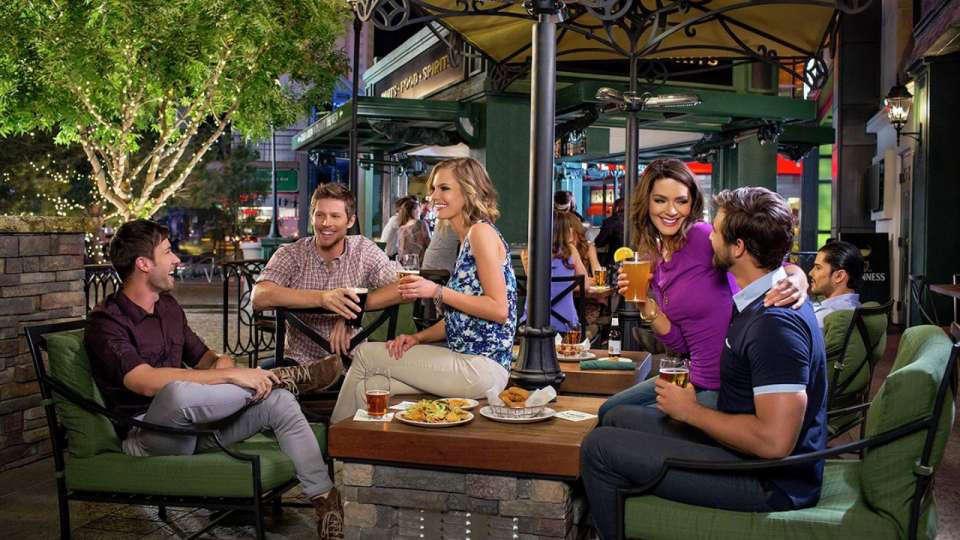 Nine Fine Irishmen outdoor patio bar
